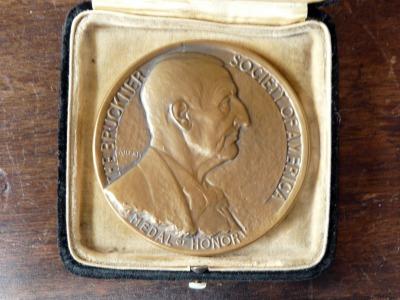 Bruckner Archive acquires the Bruckner medal given to Franz Moissl in 1933